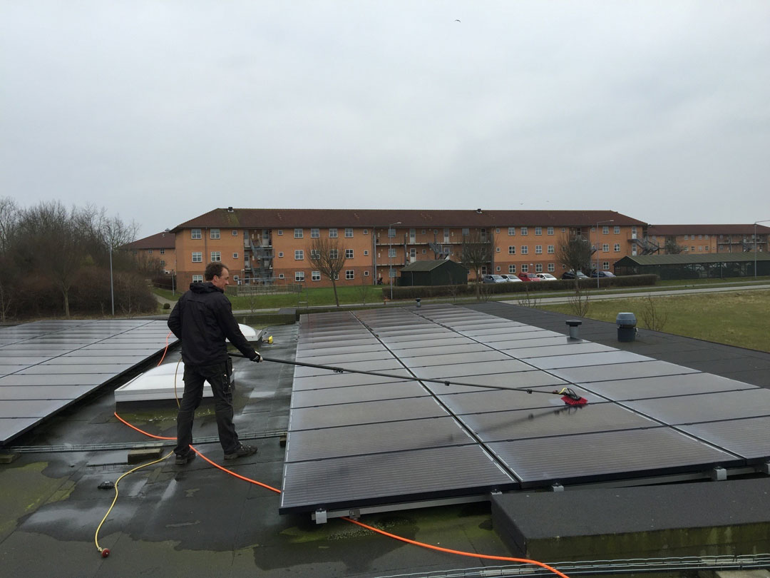 Vask af solpaneler med Ultra Rent Vand